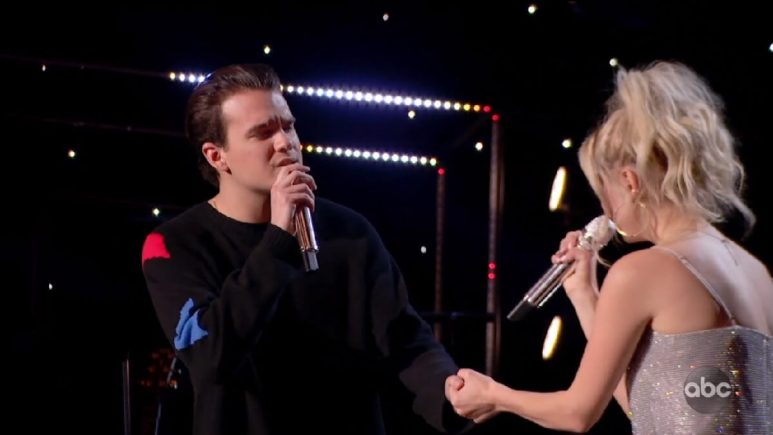 Johnny West duets with his girlfriend Margie Mayes on Idol