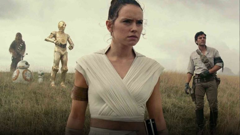 The cast of Rise of Skywalker walks into a field.