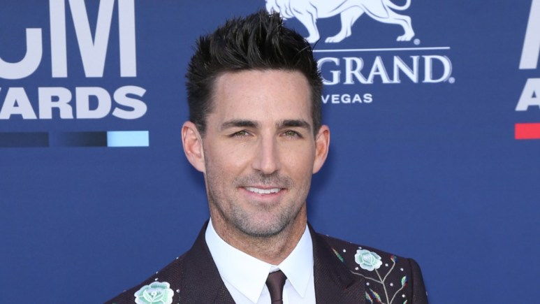 Jake Owen on the red carpet