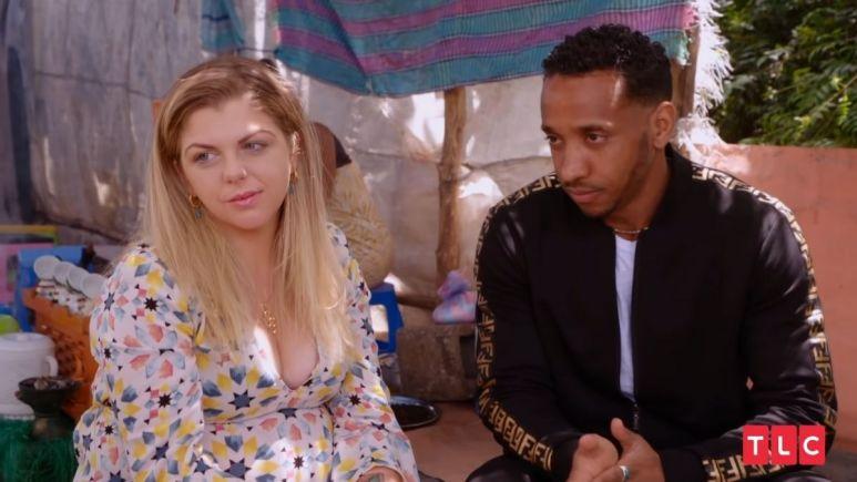 Ariela comes to her boyfriend's defense
