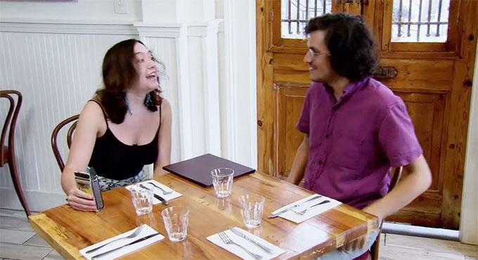 MAFS Season 11 Bennett talking to sister Molly doing a tarot-card reading