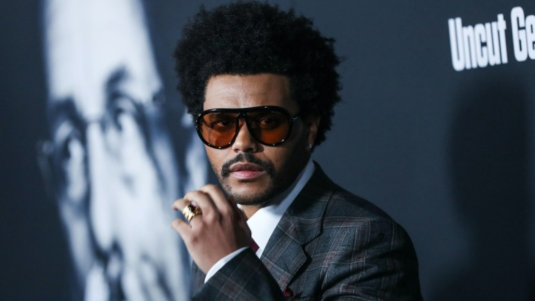 singer the weeknd face amas speculation