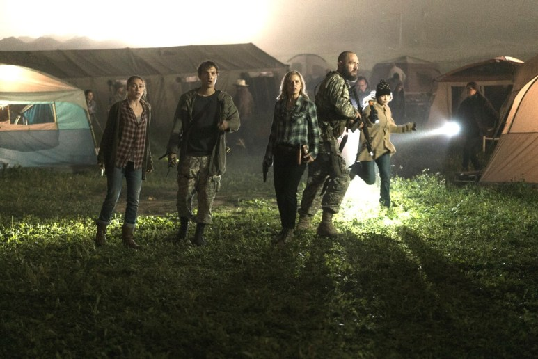 Kim Dickens as Madison Clark, Frank Dillane as Nick Clark, Alycia Debnam-Carey as Alicia Clark, Matt Lasky as Coop, as seen in Episode 7 of AMC's Fear the Walking Dead Season 3