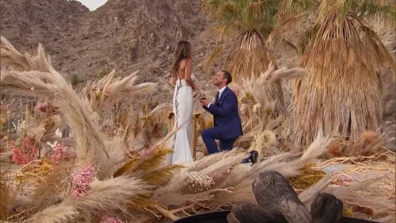 Zac proposes to Tayshia Adams