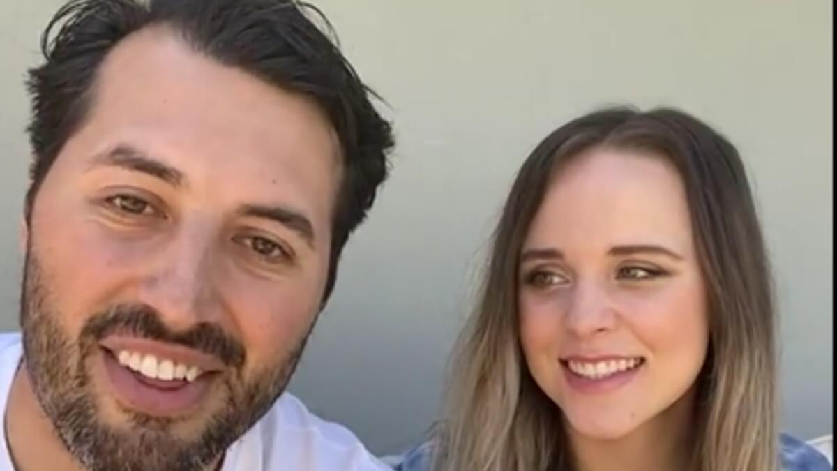 Jeremy Vuolo and Jinger Duggar announcing their book.