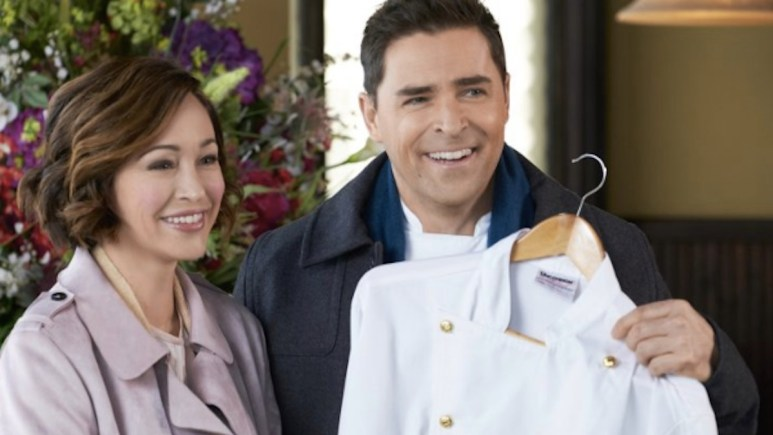 Autumn Reeser and Kavan Smith star in Love on the Menu, part of Hallmark Channel's 4th of July Rom-Com-a-Thon.
