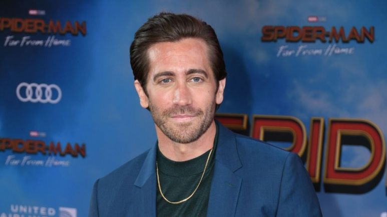 Image of Jake Gyllenhaal at a red carpet event.