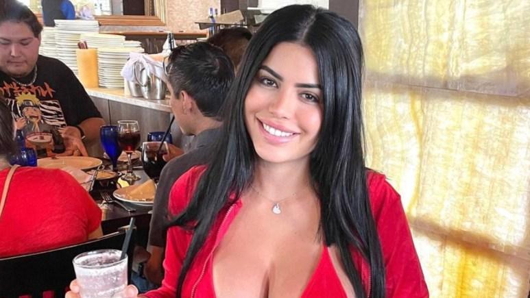 Larissa in red.