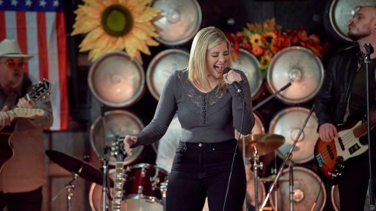 Lauren Alaina in the Hallmark movie Roadhouse Romance.