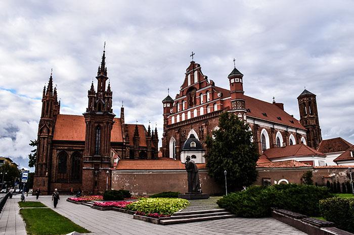 Qué-ver-en-Vilna-iglesia