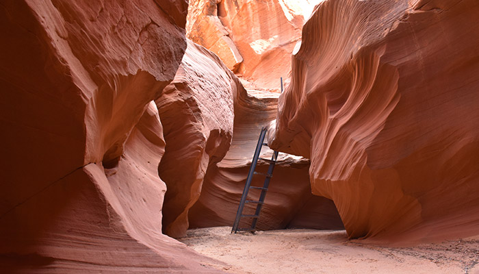 Diferencias-Antelope-Canyon-Waterhole-Canyon-escalera