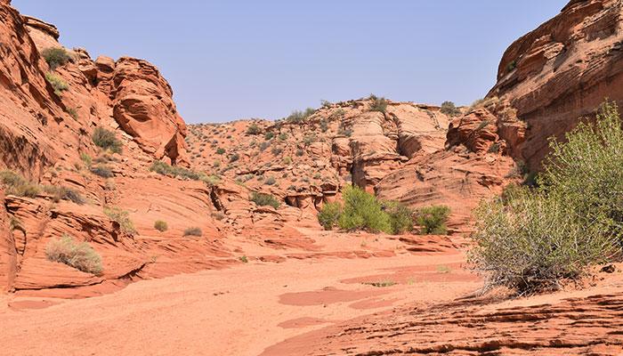 Diferencias-Antelope-Canyon-Waterhole-Canyon-exterior-waterhole