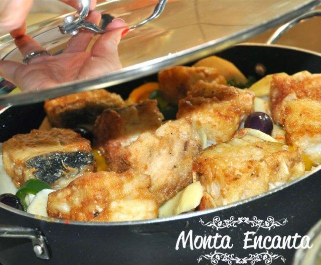 bacalhau-em-posta-batatas-pimentão-monta-encanta26