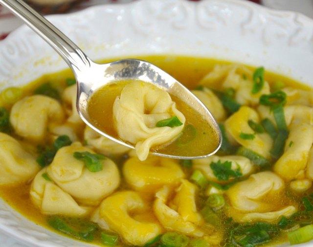 capeletti-in-brodo-sopa-caldo-monta-encanta1