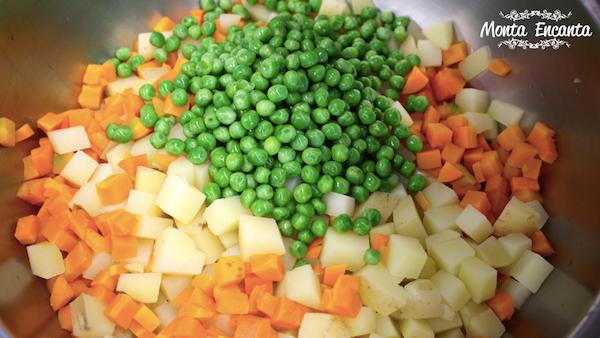 Salada de Batata Rústica com maionese com casca!