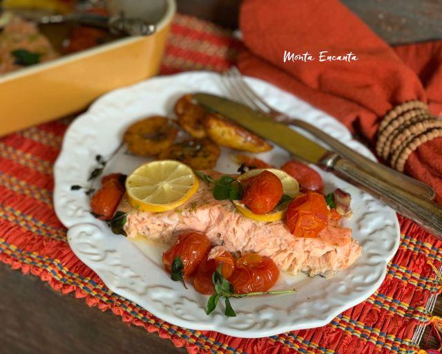 salmão com tomate confit