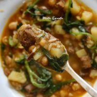 Sopa de musculo com arroz,  grão de bico e espinafre