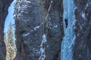 Iceclimbing-meeting-cascate-di-ghiaccio_serrai-300x199.jpg