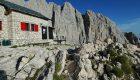 Il Corno Piccolo e il rifugio Franchetti, foto Stefano Ardito