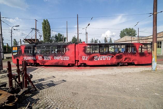 Good_Guy_Boris_Zona_Sofia_Tram-The-Grifters5