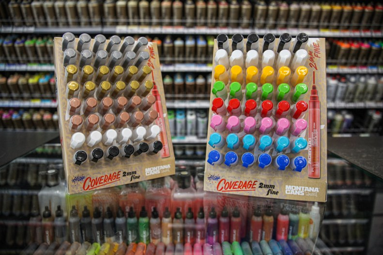 New Montana ACRYLIC Marker 2mm Action Displays