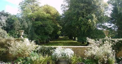 THREE FAMOUS GARDENS FROM ENGLAND TO THE FRENCH RIVIERA