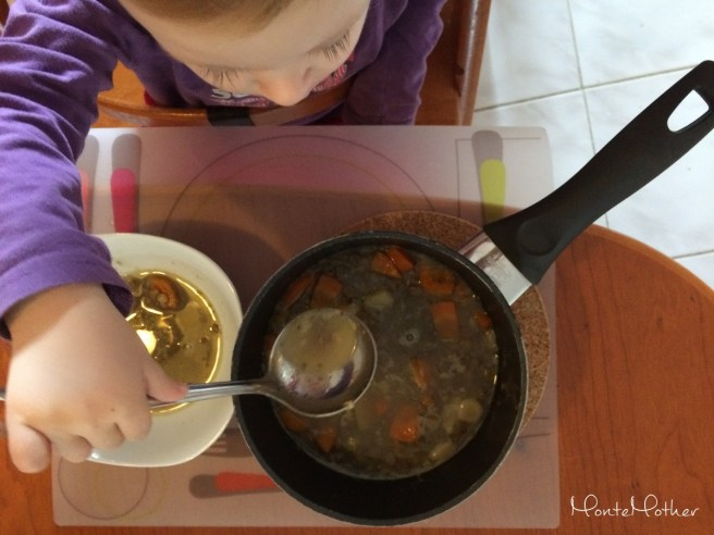 Montessori v kuchyni - naberacka na polievku
