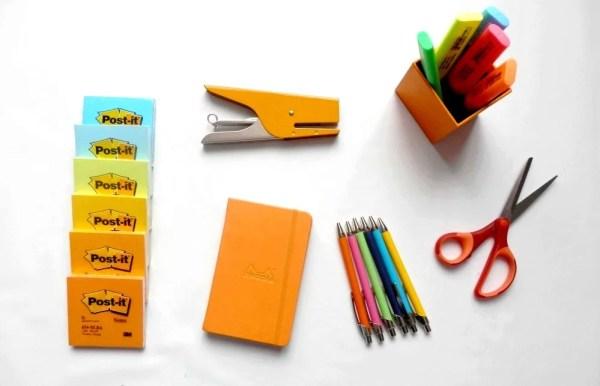 Fournitures de bureaux colorées