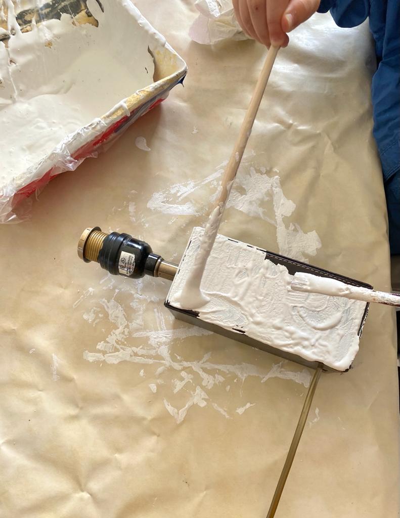 Mélange peinture et bicarbonate de soude