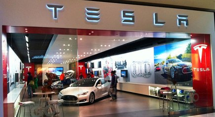 Tesla to Open Store in Montreal