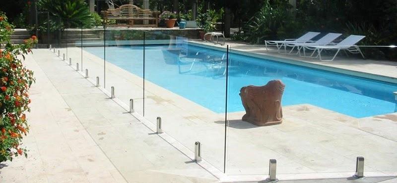 garde corps de piscine en verre
