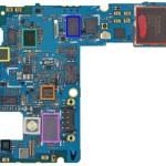Motherboard des Google Nexus 4 mit LTE-Chip. Der LTE-Chip ist grün umrandet.