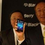 BlackBerry CEO John Chen auf dem MWC14 mit dem Z3.
