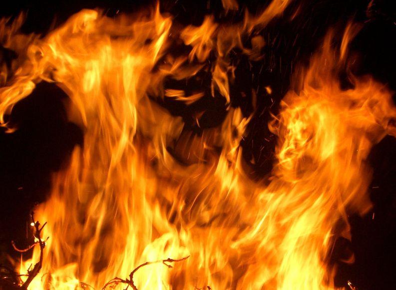 Smartphone & Tablet am Feuer aufladen