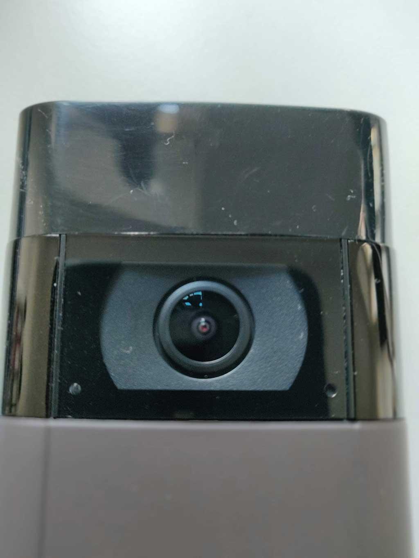 Das schwarze Plastik der Doorbell 2 Kamera wirkt nicht so wertig und verkratzt leicht. (Bild: moobilux.com)