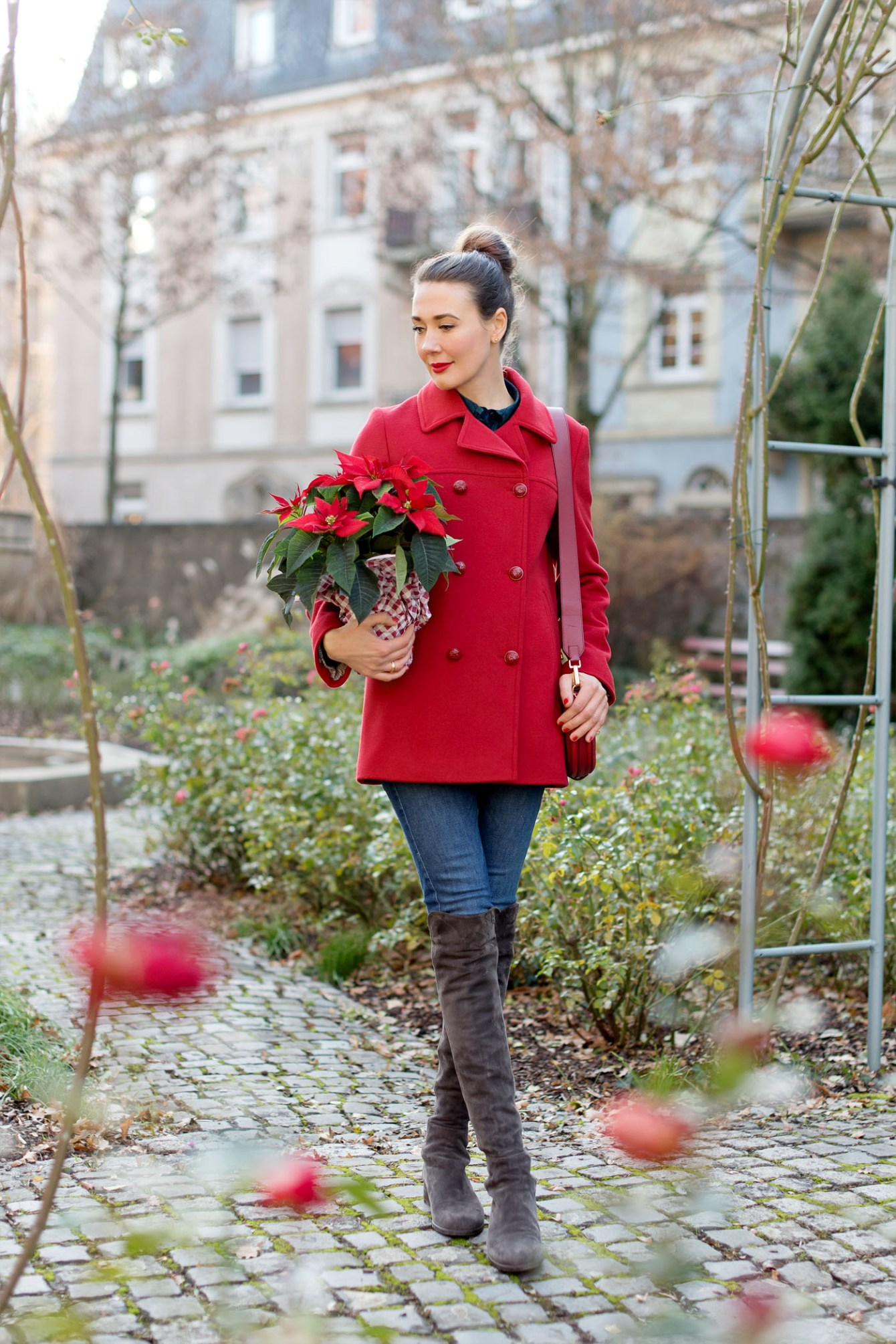 red-woolcoat-armor-lux-wollmantel-stuart-weitzman-overknee-boots-furla-bag-holidays-fashion