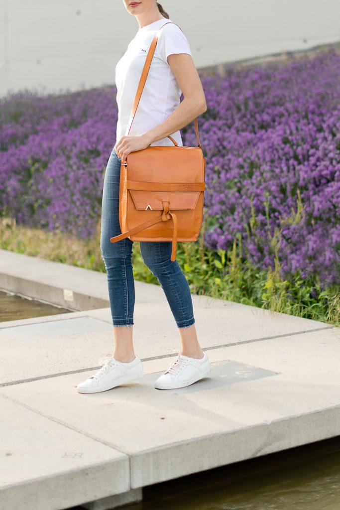 casual-summerlook-sandro-paris-hoodie-hesa-design-tasche-fair-production-fashionblo