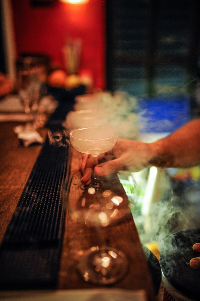 Chilling glasses with liquid nitrogen - the Mood Therapist at Cama ATK
