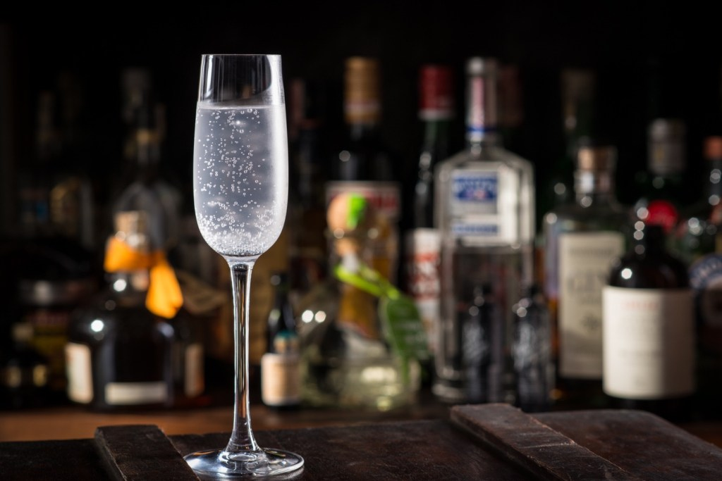 lavender gin and tonic by the Mood Therapist