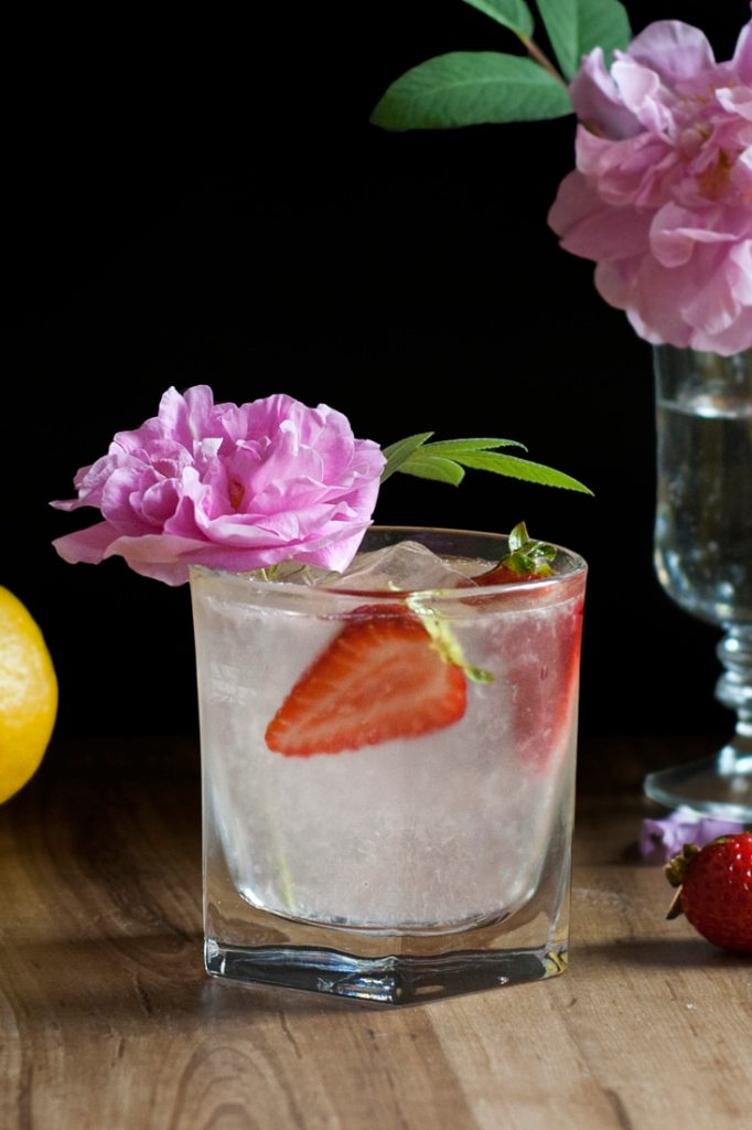 saffron-and-rose-gin-lemonade-cocktail-recipe-02