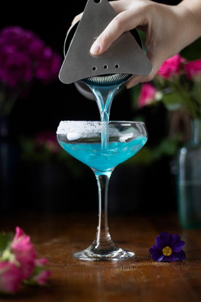 jasmine-elderflower-daiquiri-being-poured-3455332