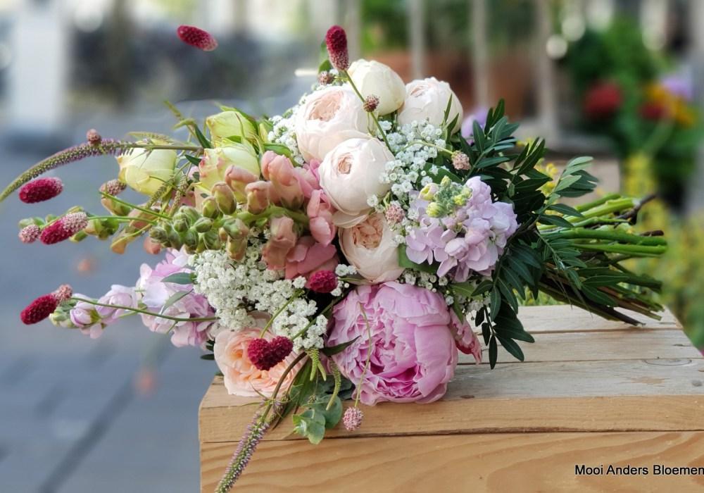 bruidswerk pioenroos boeket bruid bruiloft trouwerij bloemist bloemen ander mooi uniek