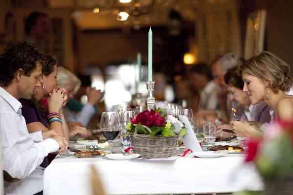 fotografie bruiloft diner trouwdag eten trouwen trouwfoto