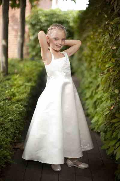 bruidsmeisje trouwdag trouwen trouwreportage meisje haar opmaken