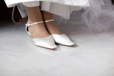 trouwschoenen bruidsfotografie voorbeelden foto trouwen