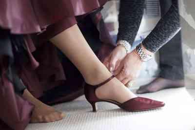 trouwschoenen bruidsfoto voorbeeld trouwreportage
