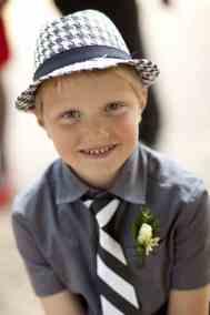 portret jongen bruiloft trouwdag portretten kinderen bruidsfotografie trouwen