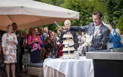 Bekijk hoe gevaarlijk het sabreren van de champagne kan zijn