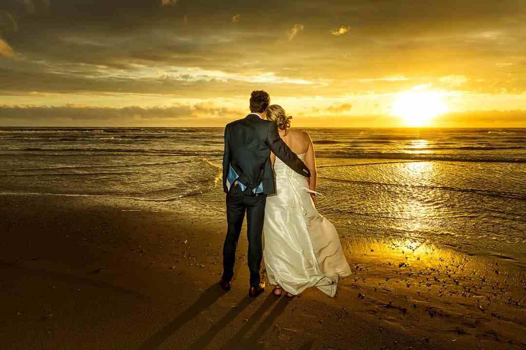 trouwfoto bruidspaar strand