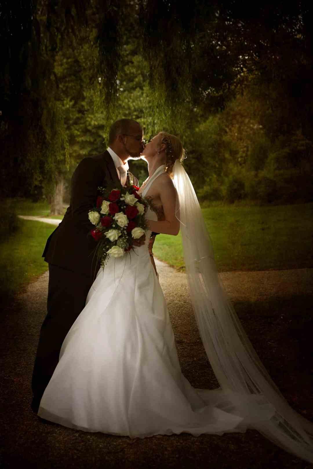 bruidspaar trouwfoto artistiek